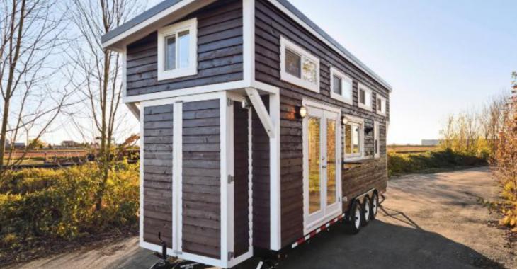 Qui aurait cru que cette petite maison aurait une aussi belle cuisine et salle de bain!