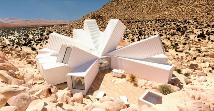 Cette maison fabriquée avec des conteneurs d'expédition en plein milieu du désert est unique.