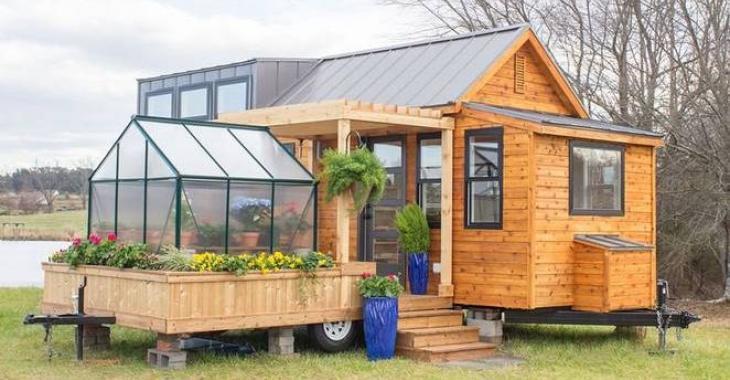 Cette maison semble minuscule, mais l'intérieur dépasse vraiment nos attentes!