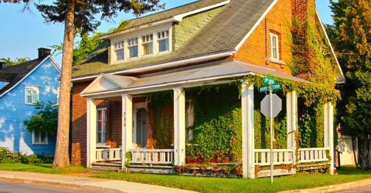 Cette maison ancestrale au Québec est à vendre pour seulement 71 000$ et l'intérieur dépasse toute surprise!