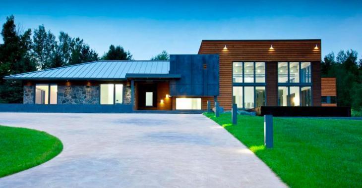 Cette maison à vendre au Québec pour 2.4 millions de dollars est unique, mais c'est le sous-sol qui vole la vedette!
