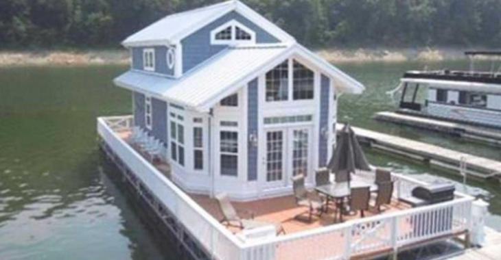 Cette maison flottante n'a que 80 mètres carrés de superficie, mais jetez un coup d'oeil à l'intérieur!