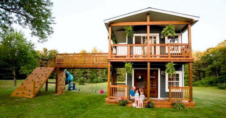 Ses filles lui demandent une petite cabane derrière la maison, puis il construit un véritable petit château.