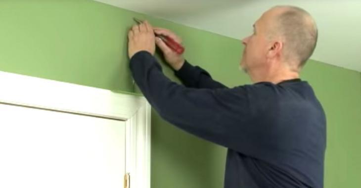 Cet ouvrier partage son truc génial pour réparer facilement les fissures dans un mur.