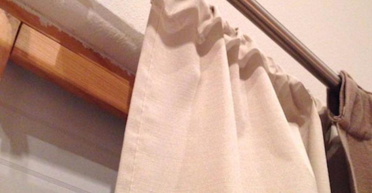 Pour couper les courants d'air froid l'hiver, elle installe un ingénieux système de rideaux.