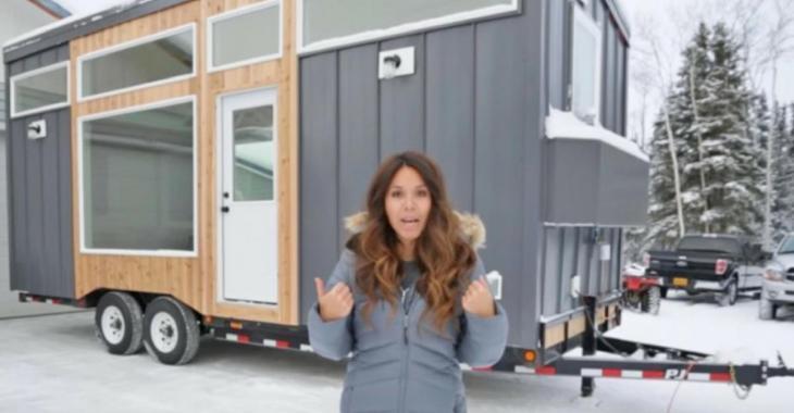 Elle construit cette mini-maison ingénieuse et nous montre à quel point l'intérieur est bien pensée!