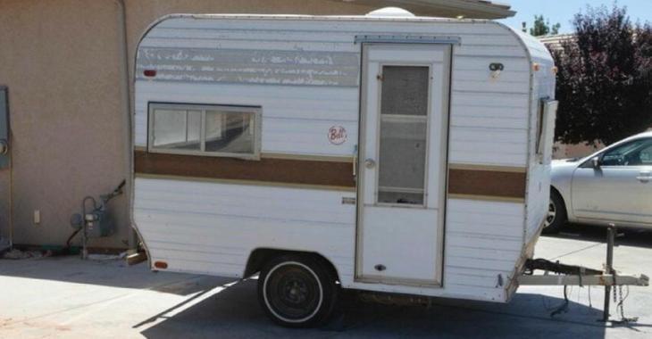 Une femme achète une vieille caravane endommagé et la transforme en un endroit de rêve
