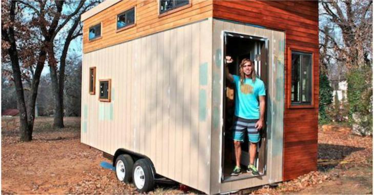 Un étudiant en manque d'argent se construit une mini-maison pour éviter de s'endetter