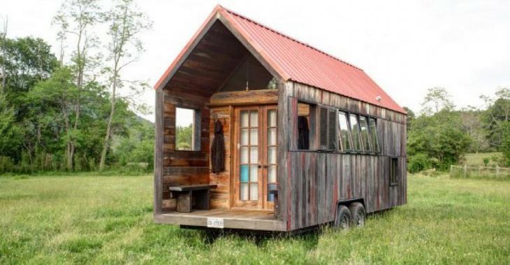 De l'extérieur cette mini-maison semble délabrée, l'intérieur nous réserve toute une surprise par contre.
