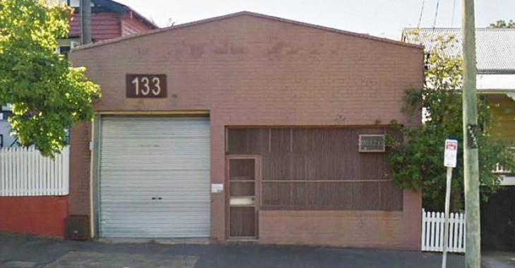 De l'extérieur, cet entrepôt semble abandonné, or il cache en réalité une surprise de 1.2 millions de dollars.