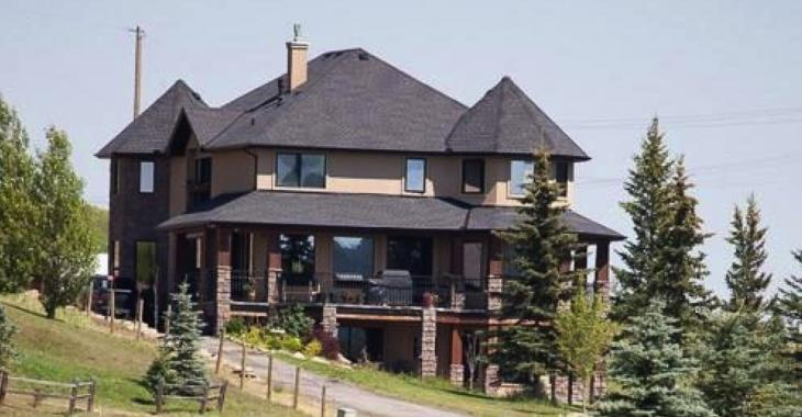 N'arrivant pas à vendre sa maison de 1,7 million, elle décide de la donner