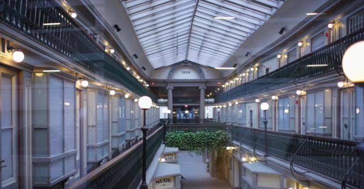 Cet ancien centre d'achats a été transformé en immeuble à condos