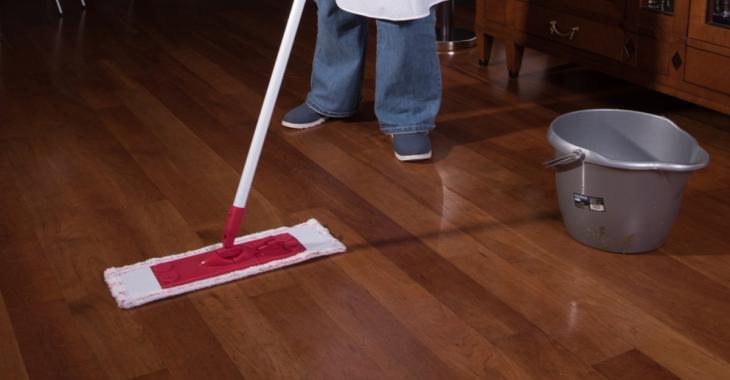 Faire briller ses planchers de bois franc? C'est loin d'être compliqué avec ce truc!