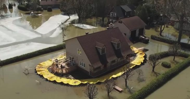 Un citoyen de Rigaud prend les grands moyens pour protéger sa maison des inondations.