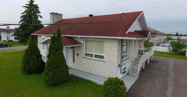 Un concessionnaire automobile du Québec décide de donner sa maison d'une valeur de 160 000$.