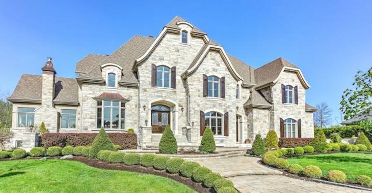 Ce véritable palace à vendre sur la Rive Sud de Montréal vaut près de 3.5 millions de dollars.