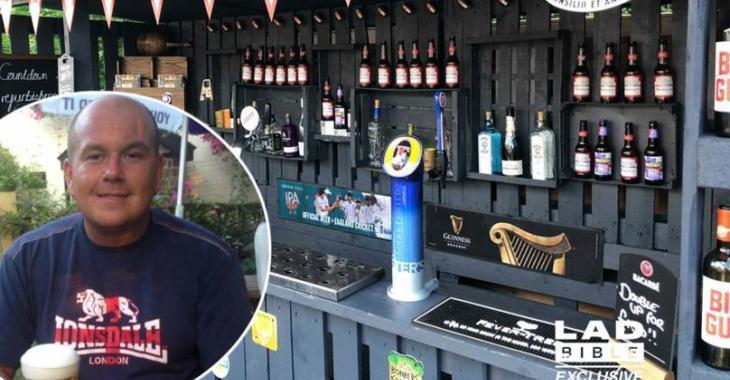 Un homme se construit un bar de rêve dans sa cour avec des palettes en bois et on est franchement impressionné.